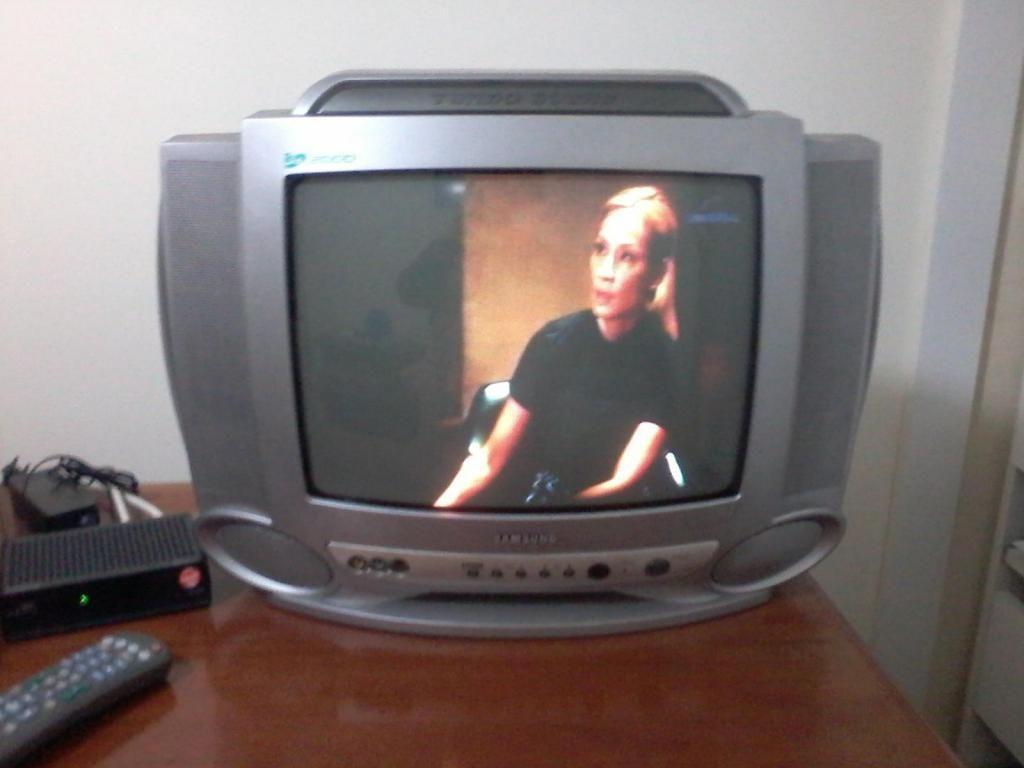 """Televisor Samsung de 14"""""""