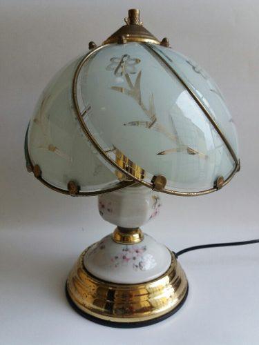 Antigua Lámpara De Porcelana Con Pantalla De Cristal