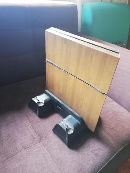 PS4 1000 GB con Soporte 2 mandos, camara y 6 juegos