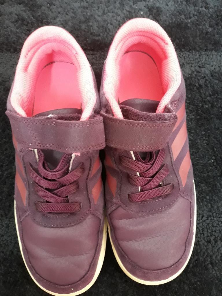 Zapatillas Adidas en Buen Estado.