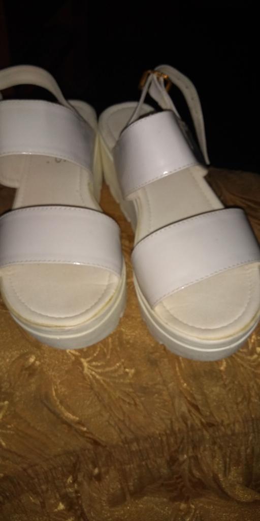 Vendo Zapato Y Sandalias en Buen Estado