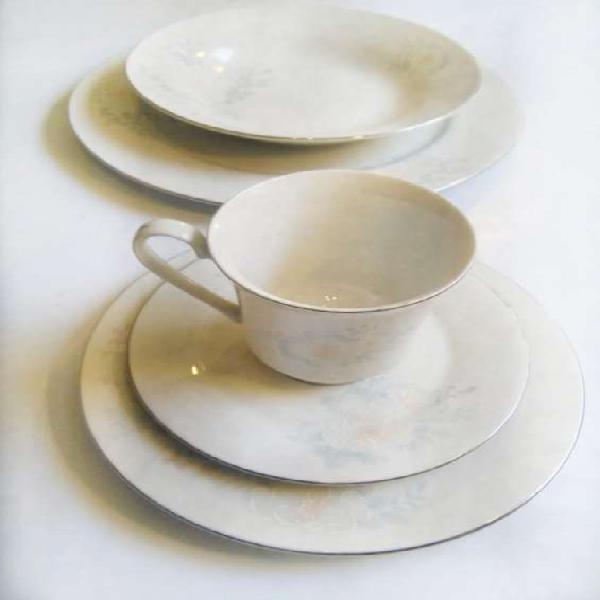 Vajilla de porcelana 8 personas 40 piezas sin uso en Lima