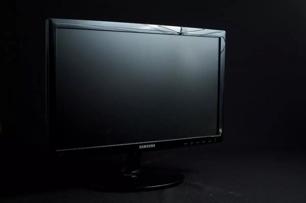 Monitor LED SAMSUNG 19 pulgadas en perfeccto estado