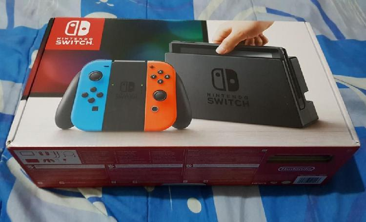 Nintendo Switch en Caja con Accesorios
