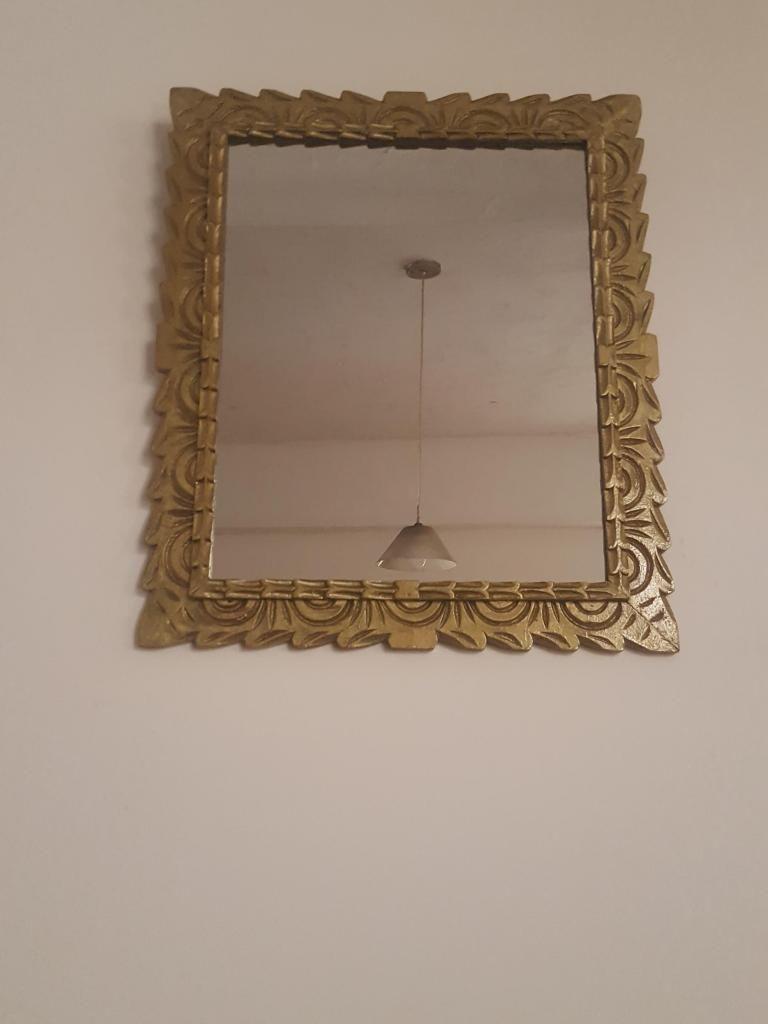 Antiguo marco tallado en madera cedro con espejo en buen