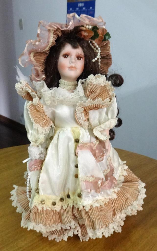 Vendo Muñeca de Porcelana hecha a mano a muy buen precio