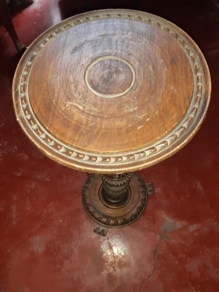Antiguo Portacirio de Madera Torneada