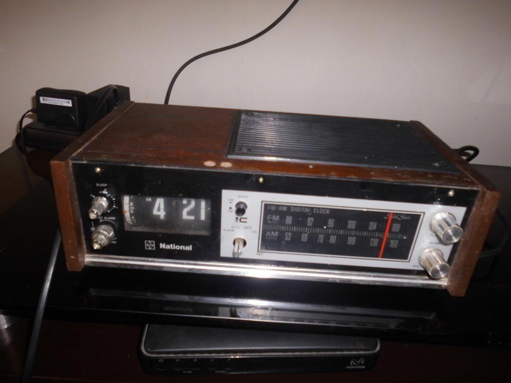 RADIO ANTIGUA NATIONAL MODELO RC-B