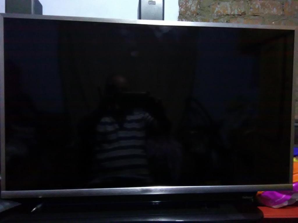 Vendo Televisor JVC 32 smart pantalla rota (como repuesto)