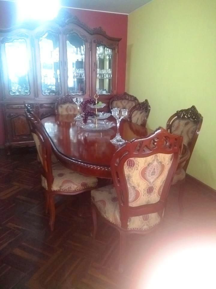 Comedor 6 sillas - Incluye aparador bajo (vitrina no en