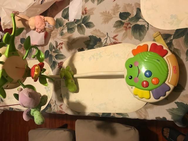 movil musical para bebe fisher price usado