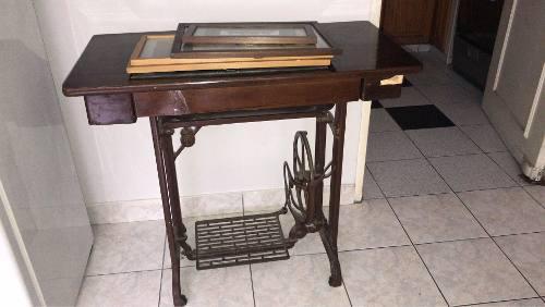 Maquina De Coser Con Mueble Antigua
