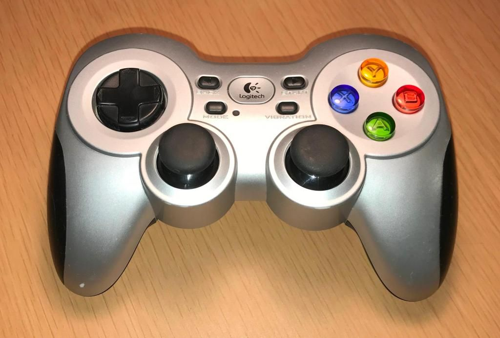 Gamepad inalámbrico Logitech F710 (usado) Emulador a XBOX