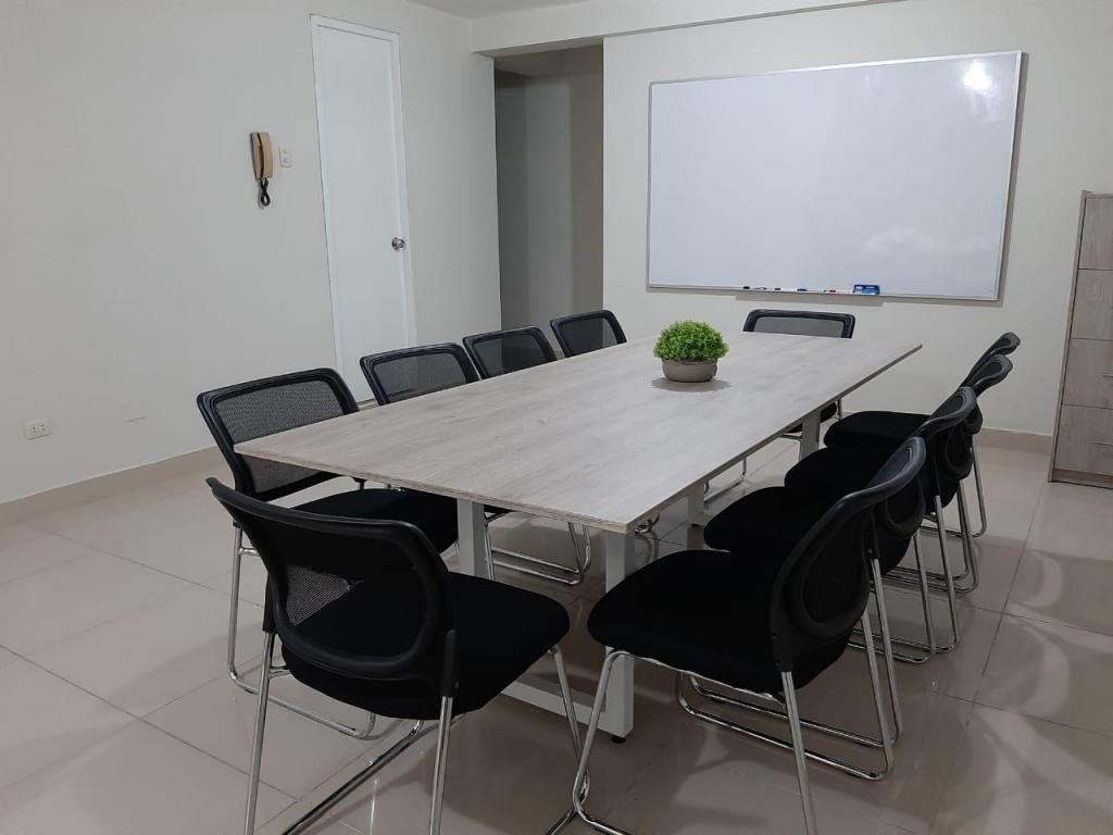 mesa para oficina y sillas para oficina