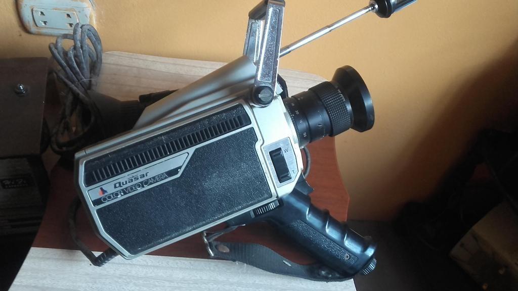 Camara filmadora antigua marca QUASAR solo decoración