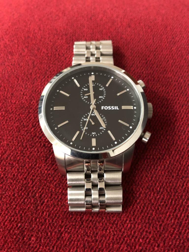 Elegante Reloj Fossil de Acero de Fondo Negro