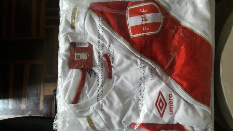 Polo de Seleccion Peruana de Futbol