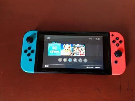 Vendo Nintendo Switch 2 juegos estuche