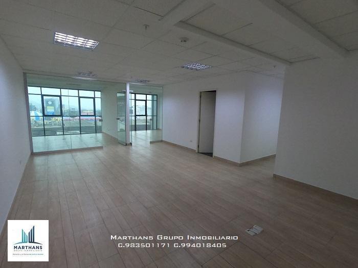 Venta de Oficina de Estreno en Edificio Empresarial en