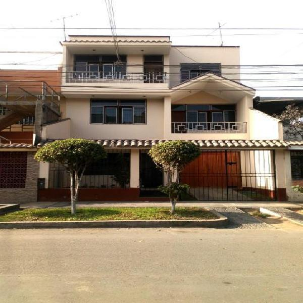 Se Vende Amplia Casa en San Juan de Lurigancho