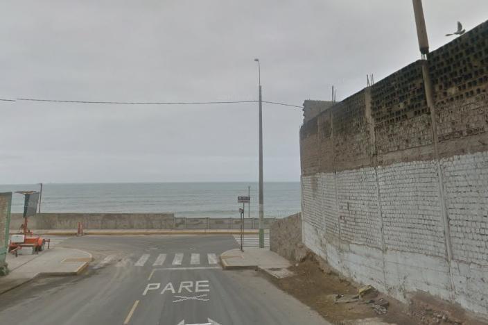 Vendo Terreno Área 2,100 m. Frente Al Mar Av La Costanera -