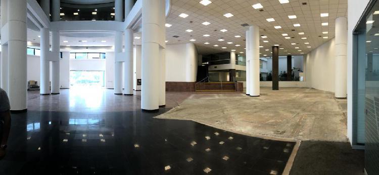 Alquiler Local Comercial y Oficinas San Isidro Area: 2,200