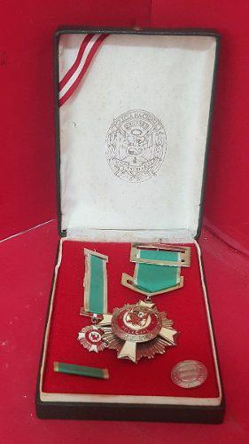 2a Antigua Medalla Comemorativa Policia Nacional Del Peru