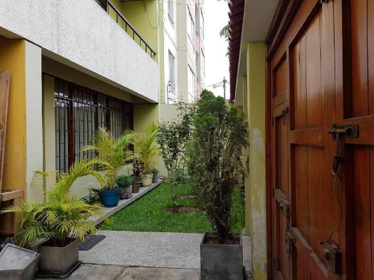 Amplia y Linda Casa de 3 Pisos en Santa Catalina - 250 m²