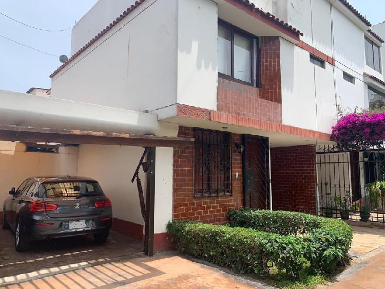 Se Vende Linda Casa Frente a Parque en San Miguel