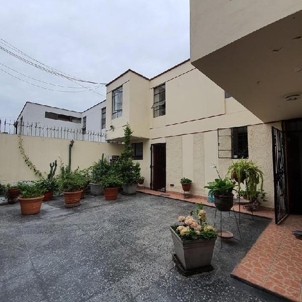 Vendo Casa en Surco - Vista Alegre - 5 Dorm