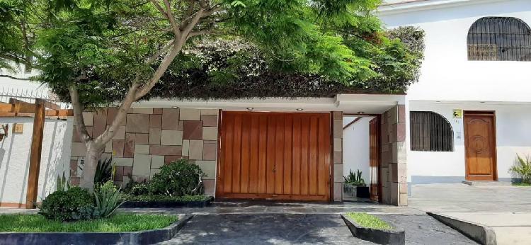Venta de Hermosa Casa de 2 Pisos Las Lomas de La Molina