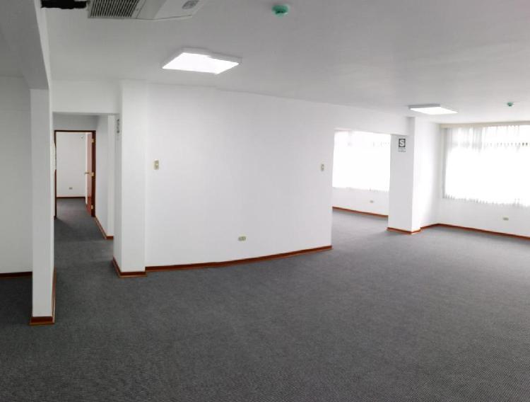 Especiosa y Moderna Oficina, con Muy Buena Ubicación en
