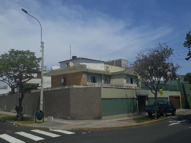 Id - Venta de Casa en San Isidro