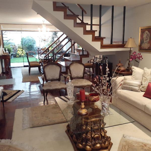 Vendo Casa 3 Pisos C/cochera - C/ Huaca Pucllana -