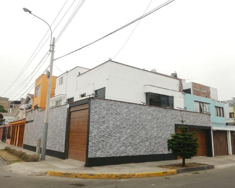 Venta de Amplia y Hermosa Casa Ubicada en Esquina, Frente a