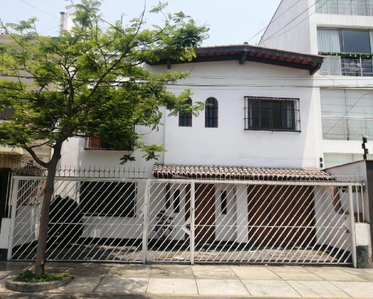 Venta de Amplia y Hermosa Casa en Zona Exclusiva de San