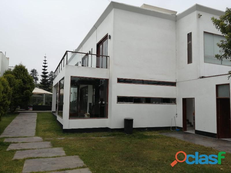 Amplia y moderna casa en venta, ubicada en la urbanización
