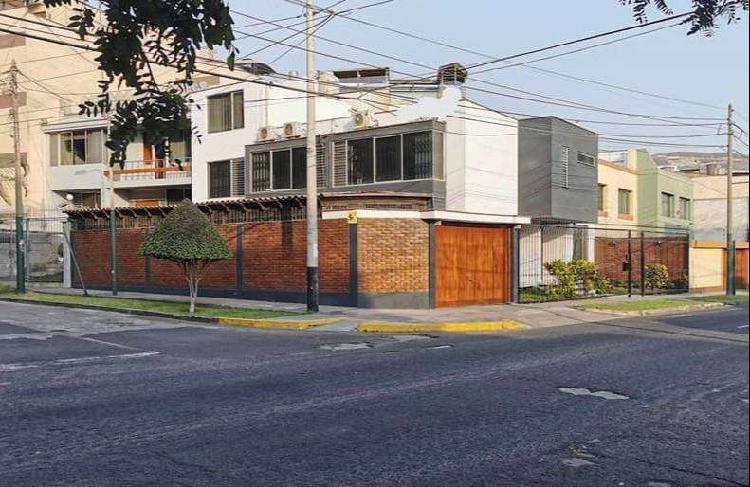 SANTIAGO DE SURCO VENTA DE CASA DE 289 M2 EN MONTERRICO