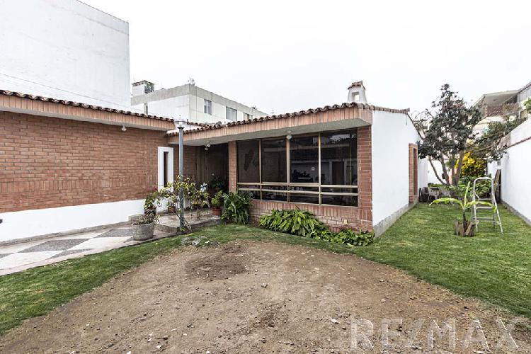 Se vende casa en una de las mejores zonas de San isidro. El