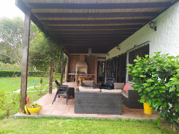 Se vende hermosa casa de campo camino a Calango