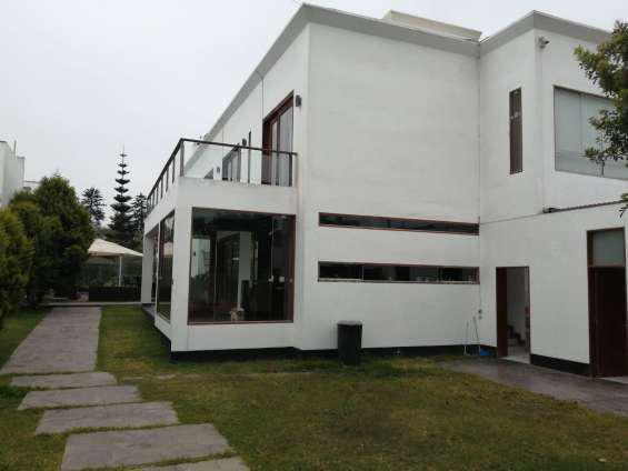 Hermosa y amplia casa en venta, en la urb. brisas de billa.