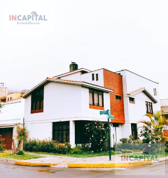 CASA 3 PISOS COCHERA, Jr. El Salvador, La Molina, Lima.