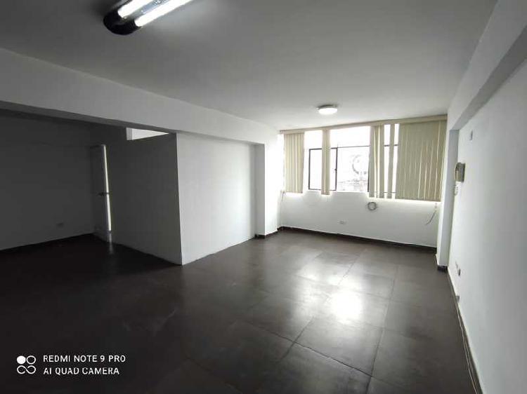 VENDO OFICINA O DEPARTAMENTO DE 42 m2, VISTA A CALLE,PISO 3,