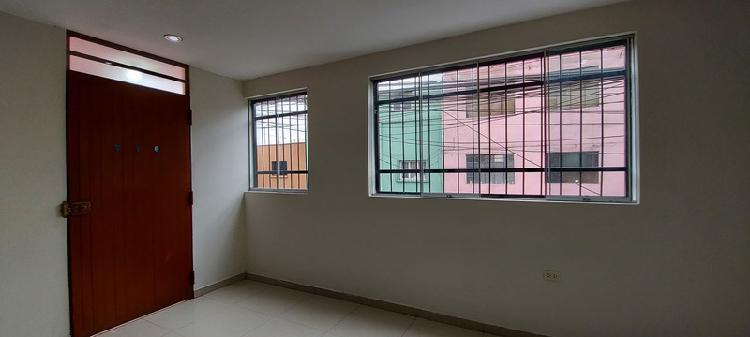 El departamento está en el 2do piso, bien distribuido
